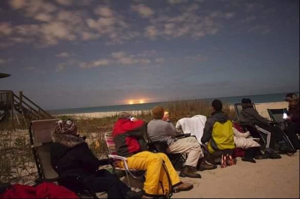 זוג ספינות חלל שנראו בחוף ורו בפלורידה - 27 ינואר 2015